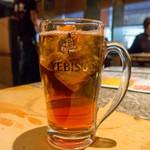 牛鉄 - エビスビール中ジョッキ、中身は烏龍茶