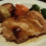 22974203 - 若鶏のオーブン焼き(1,000円) パリパリの皮と柔らかいお肉の食感は絶品です