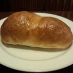22974254 - 付属のパンも大きいです