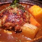 ワイタリアティガ - 料理写真:煮込みハンバーグ(アップ