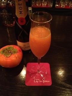 バー アップトゥーユー - 柿とシャンパンのカクテル ソルベスタイル。ソルベの食感が楽しいカクテルです!