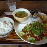 MUM cafe - 料理写真:鶏肉の香草焼き