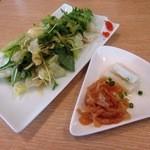 中華ごはん かんざし - 昼も夜も本日のごはん¥950の「サラダ&付け合わせ」(2投目)