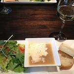 トラットリア ジラソーレ - サラダとスープとパンのプレート