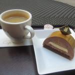 ザ・リッツ・カールトン カフェ&デリ - キャラメルとオレンジのムースとブレンドコーヒー