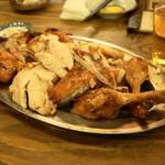 鳥番長 - 2013.12 店員さんがハサミで鳥丸焼きを解体してくれます