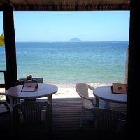 ドゥワンチャン - 店内に入るとそこは透き通った海一面のロケーション海は目の前!