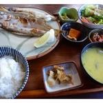 御飯屋  おはな - 本日の魚セット(1500円)・・この日は「カマスの塩焼き」