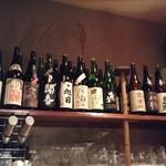 日本酒バー じう - 一升瓶がずらーり