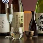 暖季 - 日本酒や焼酎は、北は東北・南は鹿児島から取り寄せ。お酒の種類やお客様のお好みに合わせたグラスでご提供しております。希少酒も多いので、お酒好きの方におすすめです。