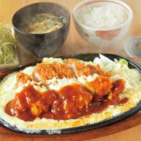 まる兵衛 - チーズソースたっぷりのロースカツ定食