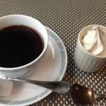 22989473 - 食後のコーヒーとクーポンサービスのソフトクリーム