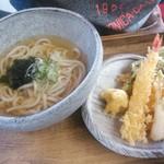 うどん屋 いけ麺 - エビと野菜の天ぷらうどん