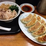 横浜とんとん - 餃子2人前とチャーシュー丼。これで¥900