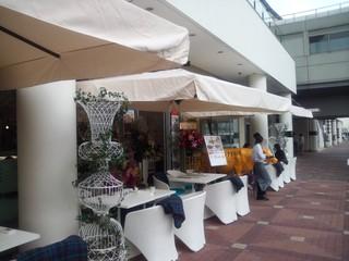 Butter 横浜ベイクォーター - そごうや日産ビル、みなとみらいの端っこが眺められます