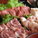 ぎゅーぎゅー亭 - あしきた牛のモモ肉、りんどうポーク、大阿蘇鶏と盛り込まれています♪(第一回投稿分④)