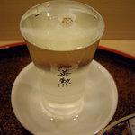 鮨 今井 - optio A30で撮影。地酒 英勲の純米吟醸酒。