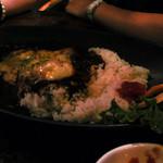 トロピカルインパーマーストン - 鶏のトロトロチーズカレー