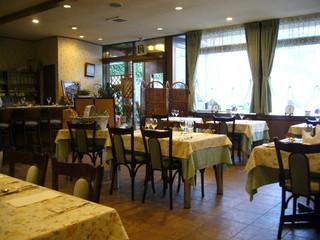 フランス食堂 シェ・モア - 店内