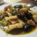 Bar Maquó - アオリイカと紫花豆の煮込み