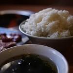 くらや - ご飯とワカメスープ