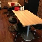 デンバープレミアム - 4名様テーブルも3席ご用意しています。