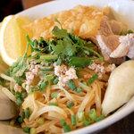 アムリタ食堂 - 屋台の汁無し麺(豚)¥800