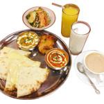 ナマステタージ マハル - お昼におすすめチーズナンランチ