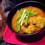 タイ呑み トレンディ - ゲーンハンレー(豚肉と生姜の北部風カレー煮ともち米)