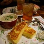 CAFE AALIYA - フレンチトースト&クラムチャウダー