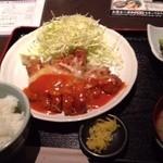 いろどりや - チーズ乗せチキンカツ定食(720円)
