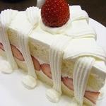 ドルキス - ショートケーキ650円。 これ写真では分かりにくいけど、すっごく大きいんだよ~ ドルキスの名物ケーキなんだ。 ボキのお気に入りで、これを一番食べてるな。