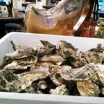 ガストロパブ エールズ - 黒ビールと相性抜群♪長崎産ぶりぶり瑞穂牡蛎限定入荷!