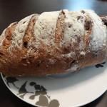 23019112 - イチジクたっぷりのパン