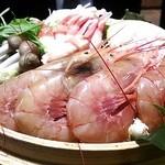 23019193 - ずわい蟹と大海老のせいろ鍋。(火入れ前)。