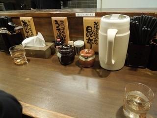 つけ麺屋 ひまわり - カウンター上 H25.9