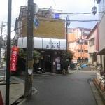 おかだ - 阪急千里山駅・西側改札口前の信号を渡ると見えます。