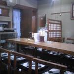 おかだ - ザ・定食屋さんwな店内は、懐かしい雰囲気です。