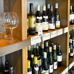 鶴見葡萄酒酒場 - 常時40種類以上のワインが揃っています