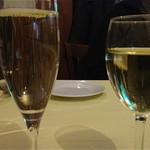ラガッツォ - グラス スパークリング¥700とセラモスカ(白)¥500