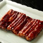 うな菊 - タレのしみこんだうなぎ本来の味を楽しむ『蒲焼 梅』