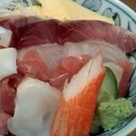 よし祥 - ランチ 三色丼(中トロ・ブリ・鯛)お味噌汁付き 1100円