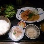 Iroriryouritonihonshusurofudohakobune - 【2013.12.4の日替わり】能登鶏と大根の煮物定食 880円