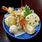 お食事処 こざく羅 - 海老・薩摩芋・蓮根・里芋・玉葱・シメジ・柿・大葉・紅葉