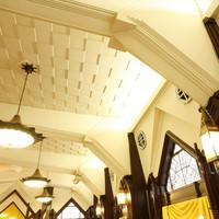 ライオン クラシックホール - 天井の高さが自慢