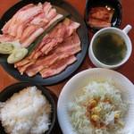 カルビ屋三夢 - 肉ダブル、味噌だれ豚カルビとねぎしお豚カルビです。