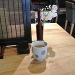 手打蕎麦 まるやま - 蕎麦茶が出ます。