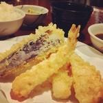 天ぷらふそう - 【椿定食 1050円】海老2尾、白身、いか、帆立貝柱、とん天、なす、かぼちゃ、いんげん、れんこん。