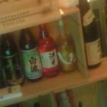 23034490 - カウンターの中には日本酒もあり、ちょい飲みにも気軽に利用できそうです