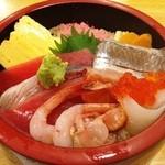 Tsukijikagurazushi - 海鮮丼アップ